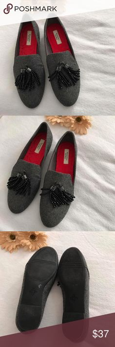 Simply Vera black loafer flat shoes Simply Vera black loafer flat shoes. Size: 8.5. NWOT. Very Stunning with gems on the front toe. It can be wear with jeans. Perfect for spring/summer. No stains. No rips. No flaws. Excellent condition. ✔️add/bundle another item to save 10% Simply Vera Vera Wang Shoes Flats & Loafers