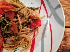 Pasta con gli asparagi selvatici e pomodorini