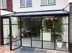 Stalen serres en daklichten - Simply Steel Extension Veranda, Conservatory Extension, Glass Conservatory, House Extension Design, Glass Extension, House Design, Conservatory Interiors, Garden Room Extensions, House Extensions