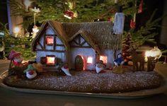 Lumikki ja seitsemän kääpiötä -piparkakkutalo / Snowwhite and seven dwarfs - Disney inspired gingerbread house
