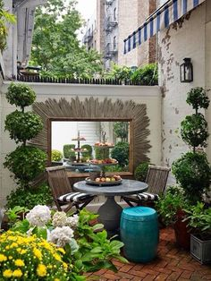 Urban Garden Design - In March I shared some drool worthy outdoor spaces; seriously aspirational furnished backyards, patios, and decks. I also briefly mentioned that our apartment has two small balconies, only one of w… Small Courtyard Gardens, Small Courtyards, Small Gardens, Outdoor Gardens, Terrace Garden, Courtyard Ideas, Garden Seat, Courtyard Design, Mexican Courtyard