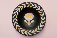 鹿兒島睦 Makoto Kagoshima Ceramic Clay, Ceramic Painting, Ceramic Artists, Pattern Sketch, Pattern Design, Kagoshima, Fire Clay, Ceramics Projects, Sgraffito
