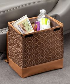 Corral car trash into this chic litter bag. The leak-proof base keeps garbage contained, and the rugged polyester is sure to last even when toting little ones to countless soccer practices and during car pools.