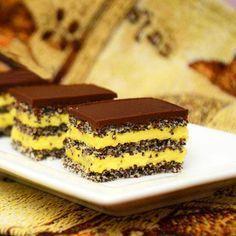 Prajitura cu blat de mac si crema de vanilie Pastry Recipes, Cake Recipes, Dessert Recipes, Cooking Recipes, Romanian Desserts, Romanian Food, Homemade Cookies, Pastry Cake, Dessert Drinks
