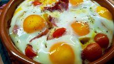 Préparation : Tout d'abord faire revenir l'oignon et les poivrons avec un filet d'huile d' olive. Quand l'oignon commence à dorer, les retirer et les placer dans un plat de cuisson Après avoir placé l'oignon et les poivrons, continue avec des tomates coupées en deux, le blanc de poul