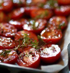Pesto di pomodori arrostiti e mandorle| http://www.ilpastonudo.it/cucina-tradizionale/pesto-di-pomodori-arrostiti/