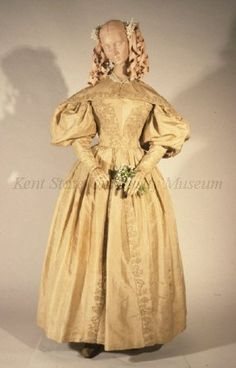 Silk taffeta gown and pelerine, dated 1830-1839, American, Kent State University Museum collection: 1983.001.0048 ab