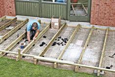3 BUD: Lay wooden terrace on the tiles Back Gardens, Outdoor Gardens, Exterior Design, Interior And Exterior, Garden Cabins, Wooden Terrace, Terrace Tiles, Back Garden Design, Deck Construction