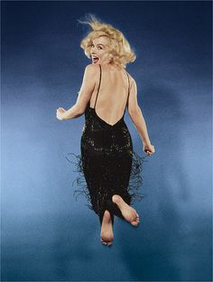Marilyn Monroe photographed by Philippe Halsman for the cover of LIFE magazine (November 9, 1959).
