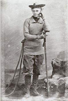 2. Annie Smith Peck (1850-1935) L'alpiniste Annie Smith Peck a escaladé toutes les montagnes principales d'Europe, avant de partir pour l'Amérique du Sud, où elle est devenue en 1908 la première personne à escalader le pic le plus élevé du Pérou, le mont Huascarán, obtenant ainsi une renommée internationale.Elle était de plus une érudite influente, ayant écrit de nombreux livres et donné des conférences à travers le monde. Elle a continué l'escalade jusqu'à l'âge de 82 ans.