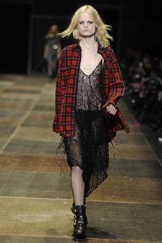 Vestido trasparente y camisa escosesa  / Saint Laurent Otoño-Invierno 2013/2014