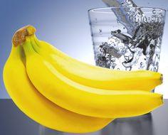 Začnite deň banánom a šálkou teplej vody, tu je dôvod prečo... - TOPMAGAZIN.sk Banana, Fruit, Food, The Fruit, Bananas, Meals, Fanny Pack, Yemek, Eten