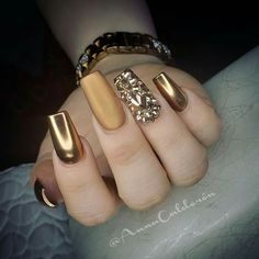 35 Classy Gold Nail Art Designs for Fall Art Gold Sexy Nails, Glam Nails, Classy Nails, Fancy Nails, Bling Nails, Stylish Nails, Trendy Nails, Beauty Nails, Glittery Nails