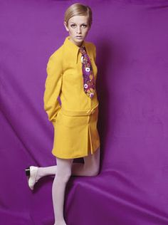 Fashion, 1967 A portrait of the model Twiggy wearing a fashionable yellow collared outfit with a multi-coloured floral tie, posing for the camera in a studio against a brightly coloured purple backdrop (Photo by Popperfoto via Getty Images/Getty Images) 60s And 70s Fashion, 60 Fashion, Fashion Tips For Women, Retro Fashion, Fashion Models, Vintage Fashion, Fashion Trends, Sporty Fashion, Trendy Fashion