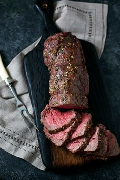 beef dishes A classic choice for holiday dinners, this Garlic and Rosemary Beef Tenderloin Roast is an elegantly delicious meal that is surprisingly easy to make. Roast Recipes, Cooking Recipes, Steak Recipes, Beef Fillet Recipes, Cooking Tips, Chicken Recipes, Kabob Recipes, Fondue Recipes, Cod Recipes