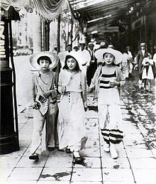 "Modern girls wearing ""Beach Pajama Style"" walking down Ginza in 1928 - Wikipedia, the free encyclopedia"