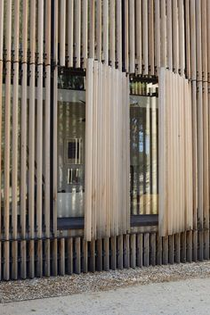 Wooden cladding with clear path. Detail of shutters clear. Wooden Cladding Exterior, House Cladding, Wooden Facade, Timber Cladding, Wooden Shutters Exterior, House Shutters, Timber Architecture, Plans Architecture, Sustainable Architecture