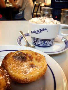 Pasteis de belem para tomarlos en la cafetería mítica de Belem. Imperdible!