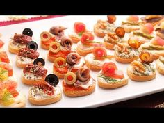 Canapés variados Fáciles y Rápidos | 7 tipos de Canapés Fríos - YouTube Good Healthy Recipes, Mini Cupcakes, Food Truck, Food Art, Buffet, Brunch, Food And Drink, Appetizers, Snacks