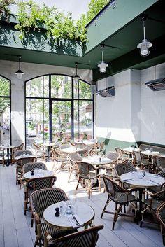 Paris 18e - Brasserie Barbès - inside view - also has a roof top terrace - 2 Boulevard Barbès - Photo: Julie Ansieu