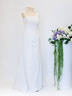 Abito già pronto a prezzo outlet.  #abitodasposa #wedding #matrimonio #sposa #abitodasogno Outlet, One Shoulder Wedding Dress, Wedding Dresses, Fashion, Bride Dresses, Moda, Bridal Gowns, Alon Livne Wedding Dresses, Fashion Styles