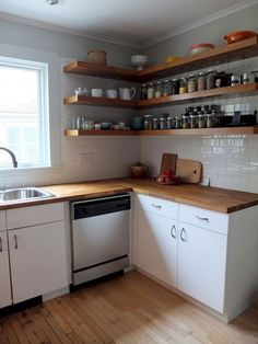 Modern Rustic Kitchen Decor Open Shelves Ideas - Page 38 of 44 Kitchen Wall Shelves, Wall Shelf Decor, Corner Shelves, Rustic Kitchen Decor, Country Kitchen, Kitchen Ideas, Rustic Decor, Farmhouse Decor, Refacing Kitchen Cabinets