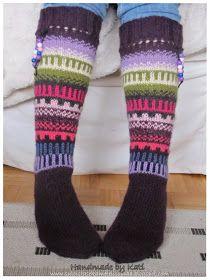 Kai tämä jämälankailu käy jostain väriterapiasta, aika hurjilla väreillä mennään. Näihin sukkiin tein nauhakujan, laiskuuttani en ole saanut...