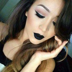 Maquillaje con labial negro