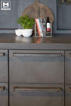 Dé MOLITLI keuken!   Geheel ontworpen in betonlook, Het resultaat… een robuuste, sobere en stijlvolle keuken, die in elk interieur een eyecatcher is. www.molitli-interieurmakers.nl
