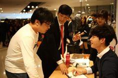 Lee Jong Suk ♡ autograph session for 'Trugen'