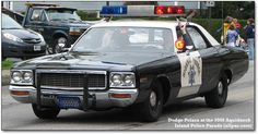 History of Mopar (Chrysler, Plymouth, and Dodge) squad cars and pursuit vehicles Old Police Cars, Military Police, State Police, Radios, Emergency Vehicles, Police Vehicles, California Highway Patrol, Cars Usa, Police Uniforms