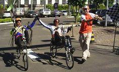Audax de 300km em Porto Alegre 2005.A dupla de reclineiros Edimar e Cezar completaram o Audax de 300km em Porto Alegre em incríveis 13:12h.Parabens aos Audaciosos!Foto Giovane Faccin. - Fotolog
