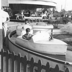 Remember when this was the best water ride ever? Remember it from Benson's Wild Animal Farm in Hudson. My Childhood Memories, Sweet Memories, Nostalgia, Photo Vintage, 50s Vintage, Vintage Toys, Vintage Photos, The Good Old Days, Back In The Day