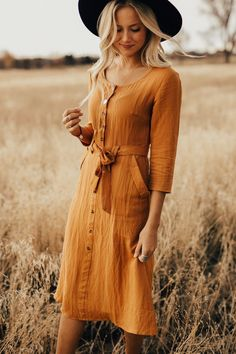 Mustard dress with ribbon tie waist roolee. Indie Outfits, Fall Outfits, Cute Outfits, Fashion Outfits, Beautiful Outfits, 60 Fashion, Fashion Rings, Modest Dresses, Modest Outfits