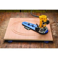 Use your compact plunge router to create fast, accurate ellipses, circles and sweeping arcs with this circle jig.