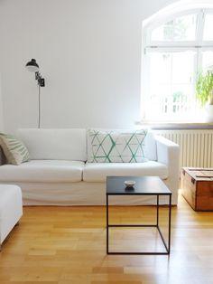 Grün #beistelltisch #sidetable #coffetable #interior #einrichtung #einrichtungsideen #dekoraktion #decoration #wohnzimmer #livingroom #black Foto: KaFe