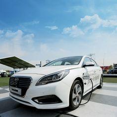 전기 자동차와 하이브리드 자동차의 장점을 결합시킨 새로운 하이브리드, 쏘나타 플러그-인 하이브리드  SONATA Plug-in Hybrid is a new style hybrid car which combines the electric car's advantage with the hybrid car's.   #현대자동차그룹 #hyundaimotorgroup #현대 #현대자동차 #현대차 #Hyundai #차스타그램 #카스타그램 #car #innovative #Show #쏘나타 #Sonata #쏘나타플러그인하이브리드 #hybrid #SONATAPHEV #PHEV #EV