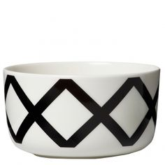 Set the table in style with this Oiva/Spalje bowl from Marimekko. Made from stoneware, it is white in colour and features a clean black crosshatch design. Pair this bowl with more matching tableware from Marimekko to complete the look. Goods And Service Tax, Goods And Services, Ceramic Bowls, Stoneware, Monochrome Interior, Bowl Designs, Scandinavian Living, Nordic Design, Marimekko