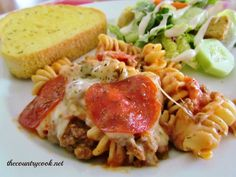 EASY PIZZA PASTA BAKE The Country Cook - This Pizza Pasta Bake recipe is a family favorite. Flavorful pizza sauce tossed with rotini noodles, pizza toppings and melted mozarella cheese. Baked Pasta Recipes, Cooking Recipes, Pizza Recipes, Easy Recipes, Noodle Recipes, Weeknight Recipes, Steak Recipes, Vegetarian Recipes, Pizza Pasta Bake