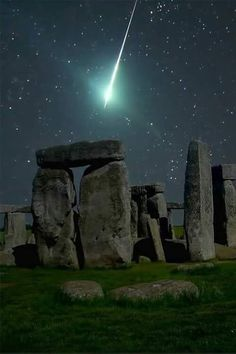 Funny pictures about Meteor over Stonehenge. Oh, and cool pics about Meteor over Stonehenge. Also, Meteor over Stonehenge. Beautiful Places To Visit, Beautiful World, Places To See, Beautiful Images, Magic Places, Science And Nature, Places Around The World, Belle Photo, Night Skies