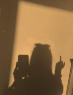 Gold Aesthetic, Night Aesthetic, Bad Girl Aesthetic, Aesthetic Anime, Aesthetic Backgrounds, Aesthetic Wallpapers, Pinterest Trends, Middle Finger Picture, Middle Finger Wallpaper