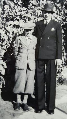 Min far Niels Martin Weichardts Konfirmations dag i Dragør Kirke 1936.09.03 med sin fætter Bent Westphal. Vestgrønningen 10 Dragør i 1936.
