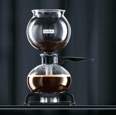 Pebo Vacuum Coffee Maker by Bodum. Looks cool. Coffee Shop, Coffee Brewer, Hot Coffee, Coffee Cups, Coffee Lovers, Coffee Barista, Coffee Plant, Coffee Scrub, Coffee Humor