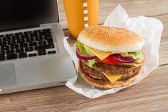 Une journaliste britannique a relevé le défi de ne manger qu'au fast food pendant 7 jours consécutifs pour rendre compte des effets sur la santé.