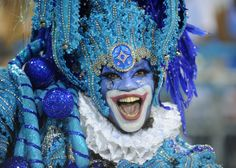 Rio de Janeiro Carnival 2012 : A reveller of Beija-Flor samba school dances during the first night of carnival parades Samba, Rio Carnival, Carnival Masks, Clown Horror, Costumes Around The World, Evil Clowns, Photo Essay, Pilgrimage, First Night