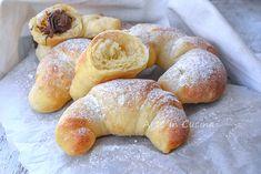 Cornetti soffici senza burro e olio Croissant, No Bake Desserts, Bagel, Doughnut, Healthy Recipes, Healthy Food, Food And Drink, Bread, Baking