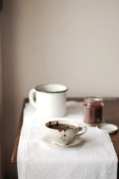 ITALIAN-STYLE HOT CHOCOLATE ~~~ a thicker drinking chocolate type of hot chocolate [unazebrapois]