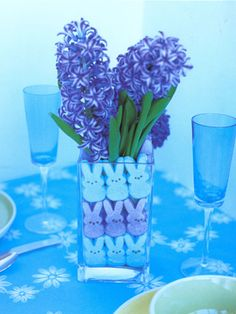 Stylish Spring Centerpiece: Who knew Peeps could be so chic? Your dinner guests will adore the little Peeps, um, peeping through the vase.