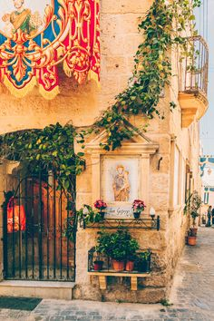 This quick food guide to Valletta & Malta helps you to navigate through the many cafes and restaurants on this beautiful island in the Mediterranean Sea Malta Restaurant, Malta Vacation, Malta Food, Malta Malta, Malta Holiday, Malta Travel Guide, Malta History, Malta Beaches, Malta Valletta