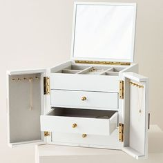 Modern Lacquer Jewelry Box – Cube